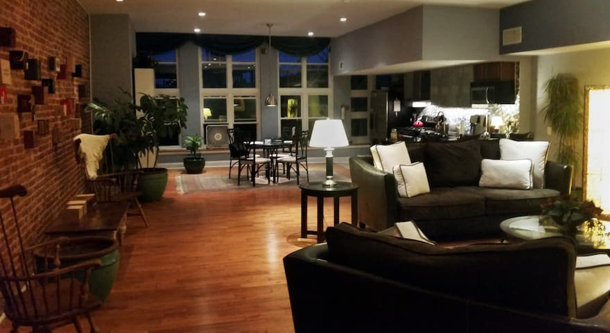 Luxury Condo 2 blocks from Pope! - Philadelphia - Condominio