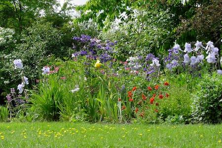 Gartenidylle für 1-2 Personen - Langensendelbach - House