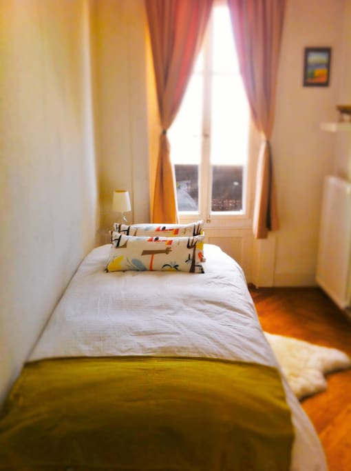 single bed in a charming&quite small room