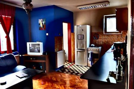 Buffalo relaxed center hostel - Prishtina - ที่พักพร้อมอาหารเช้า