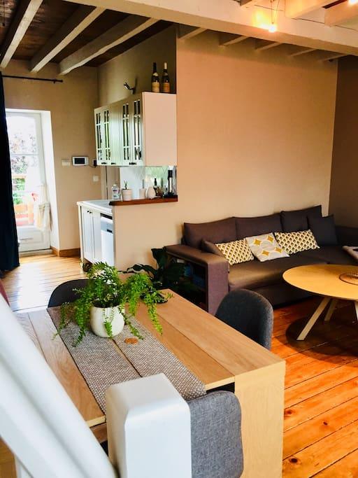Salle à manger / Salon avec canapé convertible