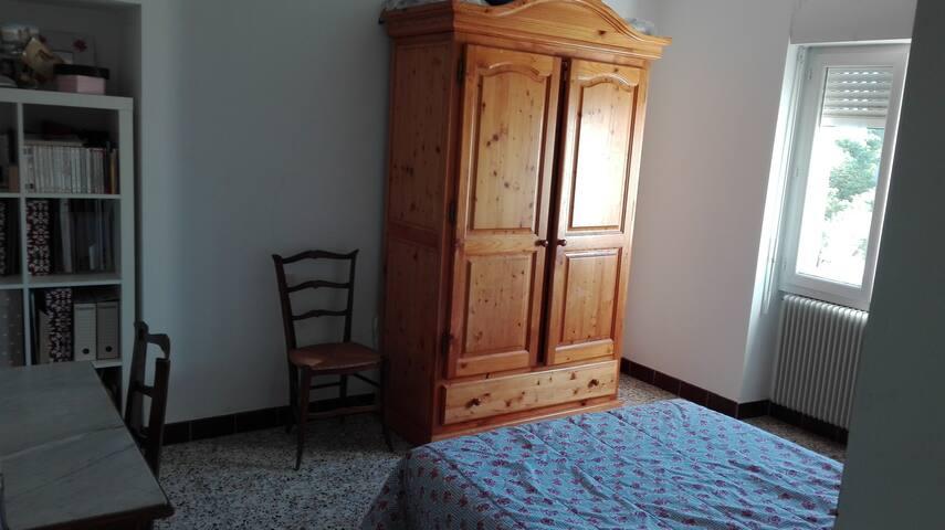 Loue chambre dans maison de village dans le gard