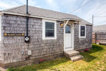 Quaint 2BR Wakefield Beach Cottage - 사우스 킹스타운(South Kingstown)