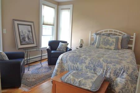 """Blue Room"" near Dartmouth & DHMC - Лебанон - Дом"