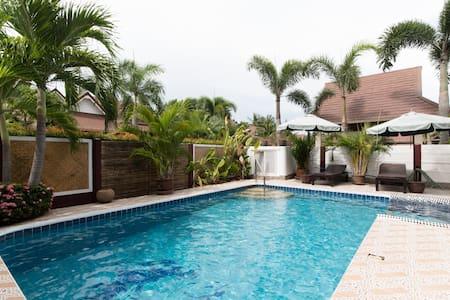 Luxury 3 bed Pool Villa HOT PRICE! - Muang Pattaya