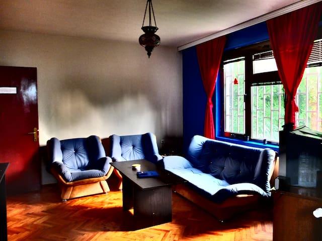 Relaxed, comfy hostel in the center - Prishtina - Bed & Breakfast