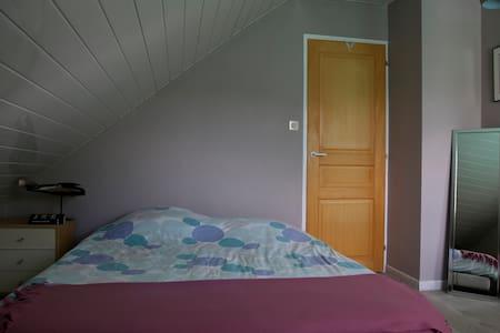 Chambre douillette et spacieuse - Seloncourt