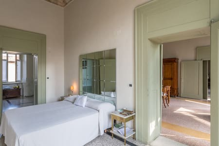 Stanza in Palazzo '700, Lago Garda