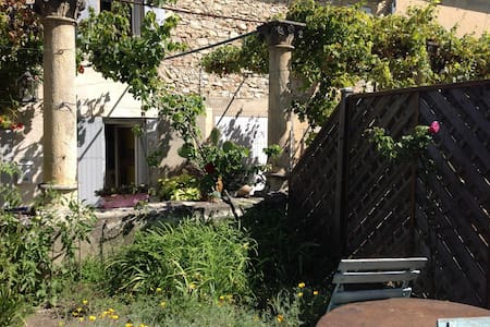 studio indépendant dans la verdure - Saint-Victor-la-Coste - 樓中樓