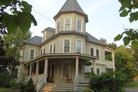 """Lilac Room"" near Dartmouth & DHMC - Lebanon - House"