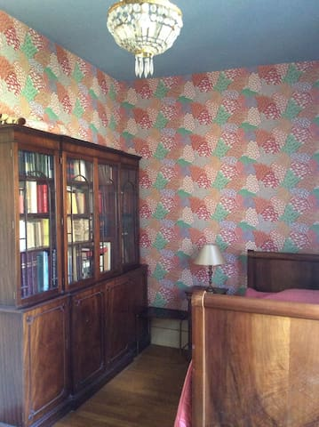 La chambre 2 au RDC et le bureau