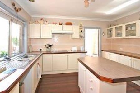 ACT home, Comfy, clean, spacious. - Gordon - Ház