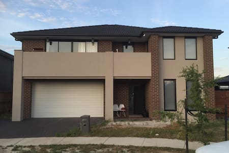 Classic, quiet, safety, clean house - Keysborough - Villa