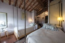 Small bedroom with twin beds