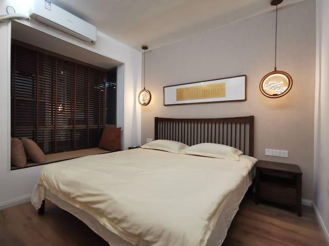 客卧,1.8米大床,全橡木家具,冷暖空调
