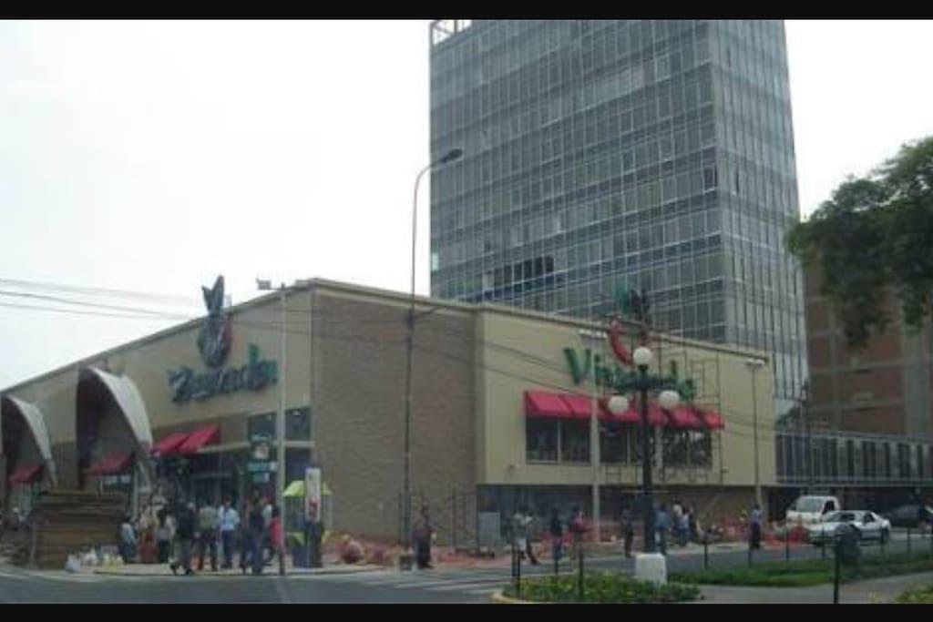 """Supermercado de Garantía y Calidad """"VIVANDA"""" Cerca (menos de 100metros) a la casa del Huésped. En avenida Jose Pardo Miraflores."""