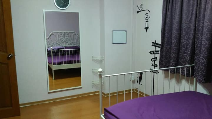 Cosy purple room for 2 - Ladies only