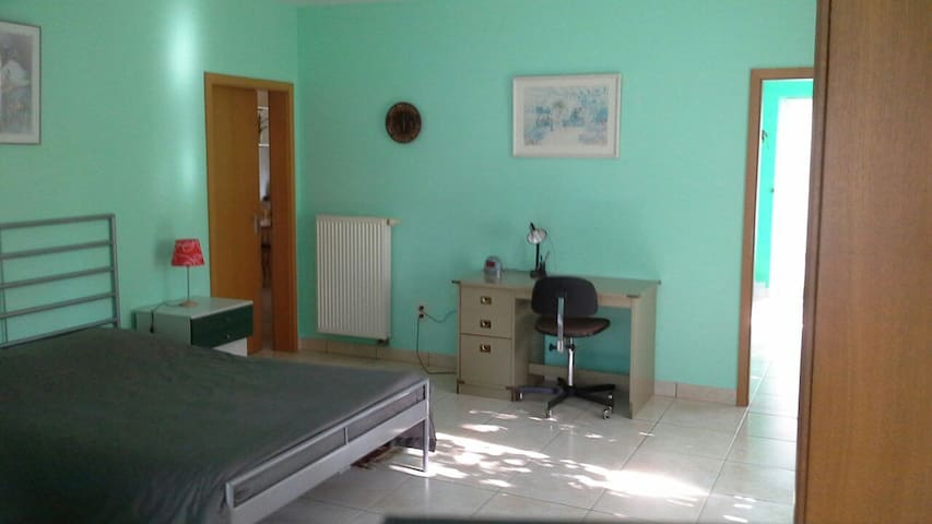 A warm quiet safe place 30 min from itt all! - Hulshout - Appartement