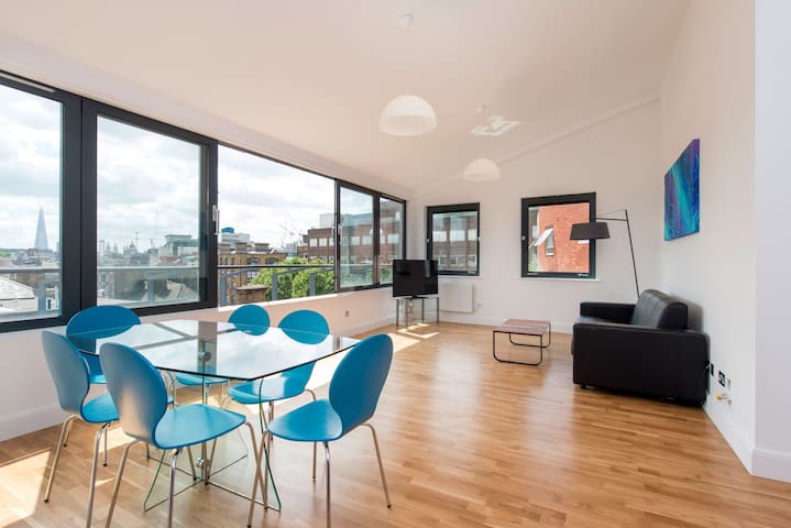 Stunning 2 Bed Penthouse City Views