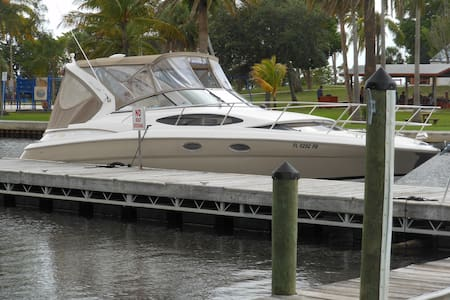 Live an Adventure! Stay on a yacht! - Fort Pierce