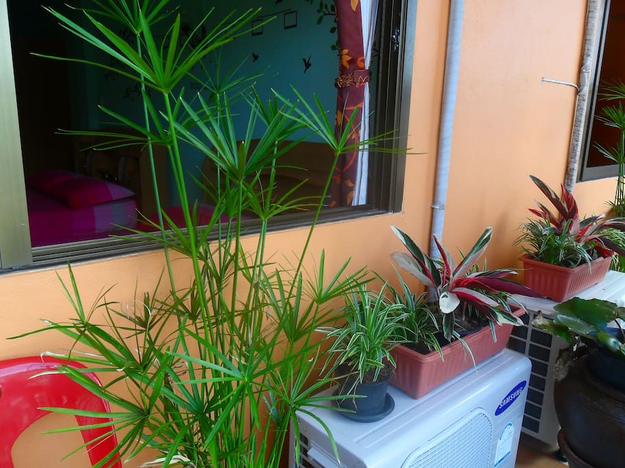 Balcony , City view , TV , Cable Channels , Air Conditioning , Seating Area , Free toiletries , Toilet , Bathroom , Refrigerator , Towels