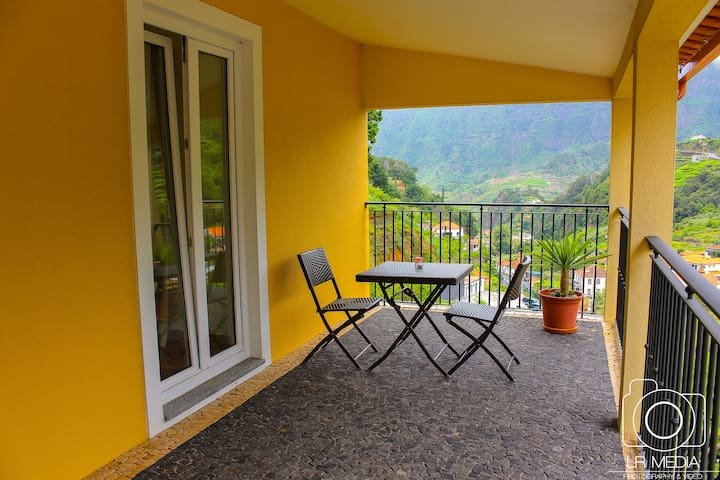 GUESTHOUSE (BB); between the Sea and the Mountain - Madeira - Domek gościnny