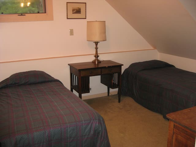 The Farm -2 singles Riverside South, w/shared bath - Waitsfield - Bed & Breakfast