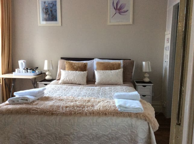 Double en suite room - Whitley Bay