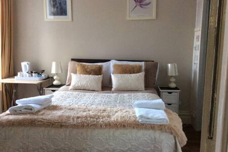 Double en suite room - Whitley Bay - Bed & Breakfast