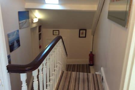 Twin en suite room - Whitley Bay