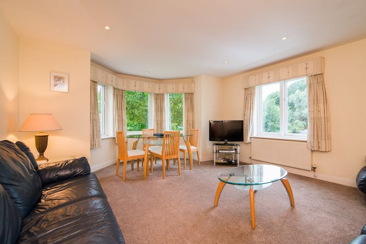 Spacious 2 bed apartment in Cheadle - Cheadle - Appartement