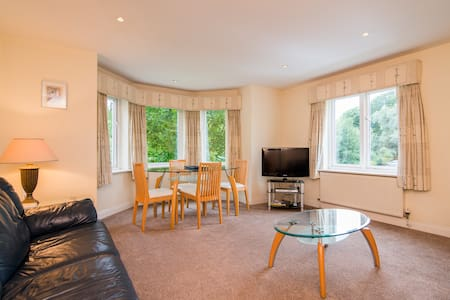 Spacious 2 bed apartment in Cheadle - Cheadle