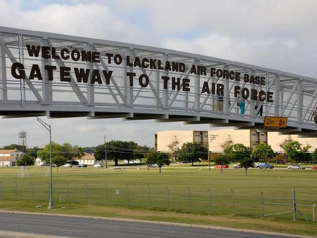 No Cancellation Charges, Close to Lackland AFB - San Antonio - Dom