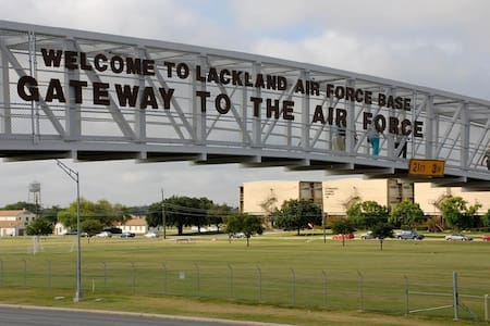 No Cancellation Charges, Close to Lackland AFB - San Antonio - Huis