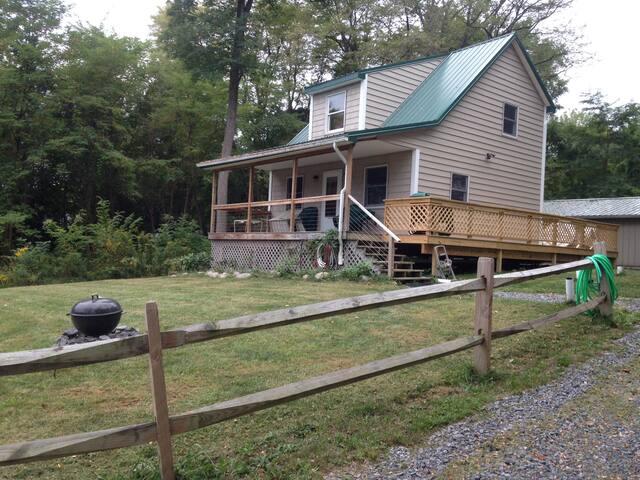 Cozy Lakeside Cottage - Varick - Cabin