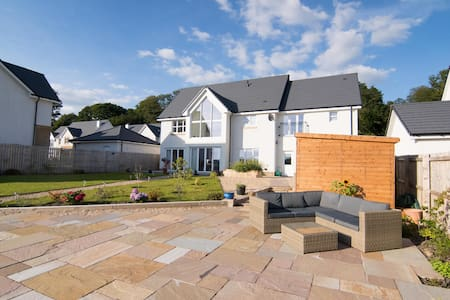 Modern luxury home by the river - Dumbarton