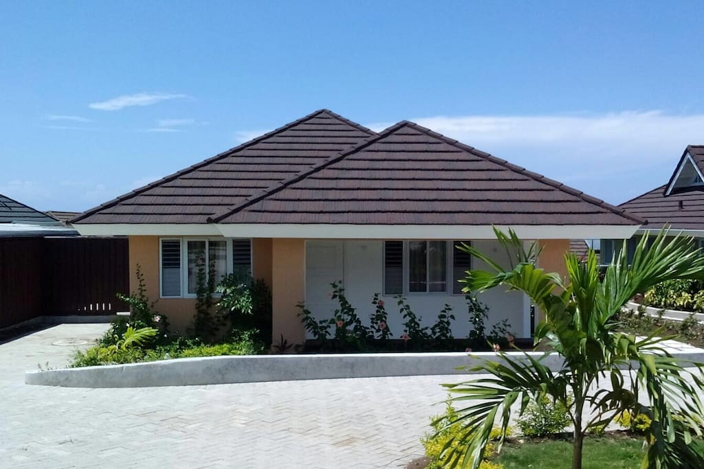 Lorr Bungalow Bungalows For Rent In Priory Saint Ann