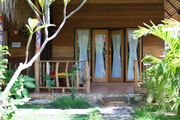 Nusa Penida Beach Traditional Bungalow with AC - Nusapenida