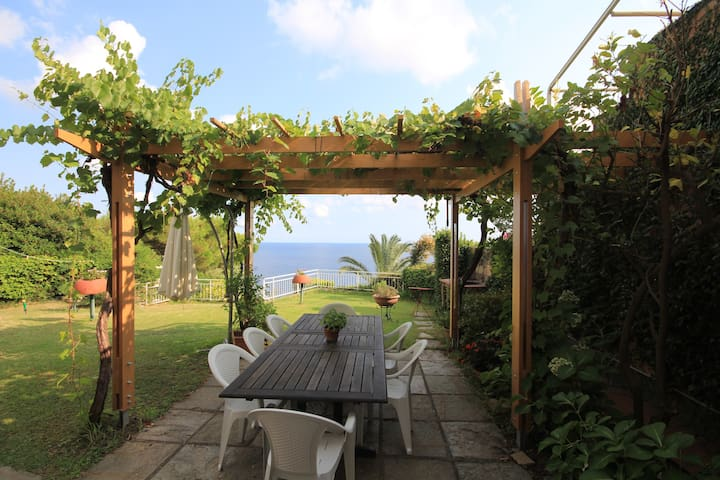 Live in your garden above the sea - Arenzano - House
