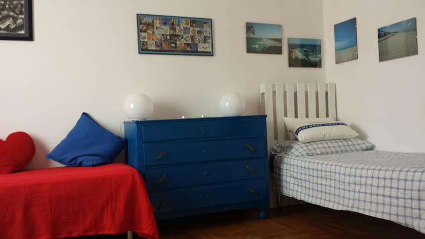 LARGE SINGLE BEDROOM IN NICE AND SUNNY APARTMENT