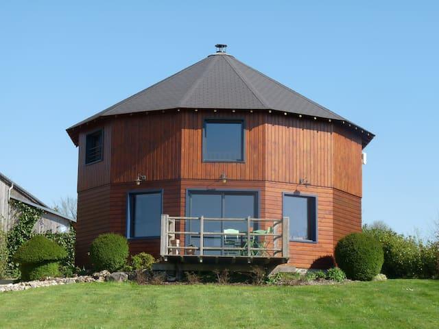 Gîte atypique: LA MAISON RONDE près du futuroscope - Monthoiron - Dům