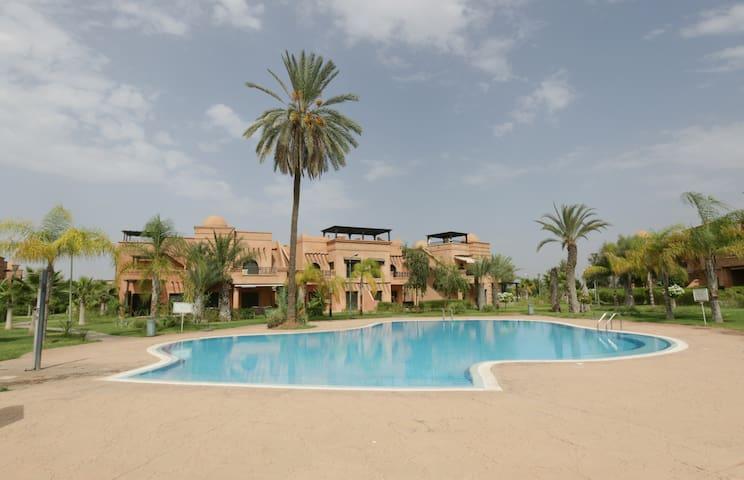 Appartement:piscine/solarium privé