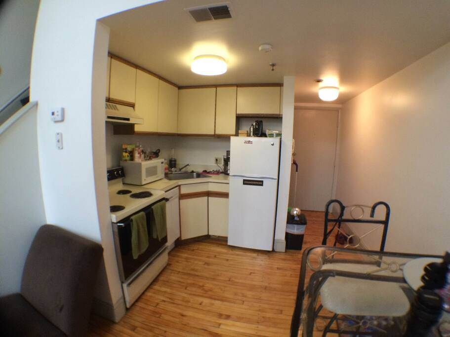 -Fully equipped modern kitchen -Microwave -Toaster -Dishwasher -Juicer & Blender for your use! -Organized w breakfast nook