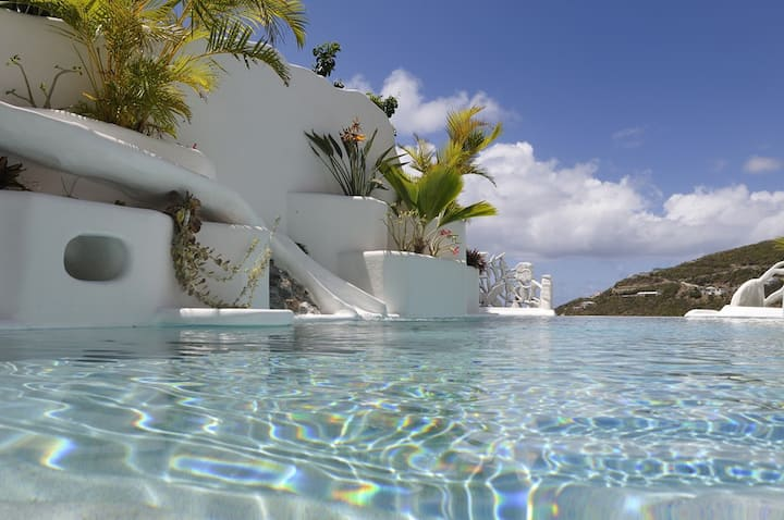 Great view w/private pool