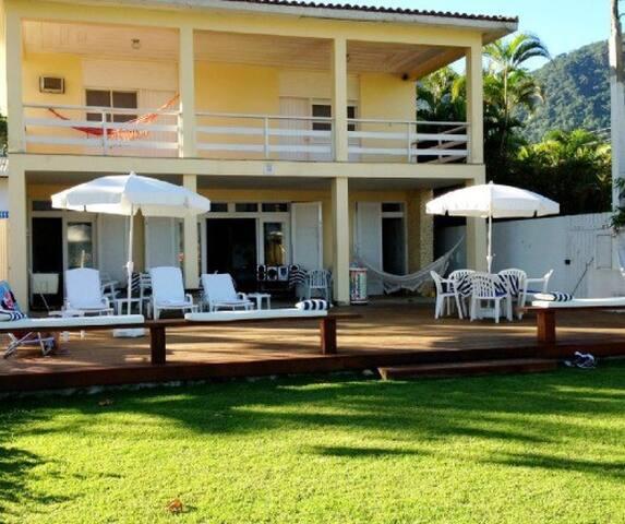Luxuosa casa de praia pé na areia - São Sebastião