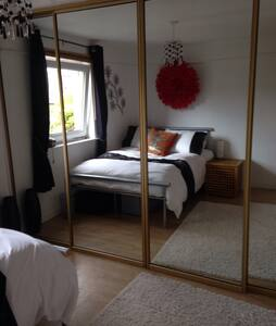 Bedrooms for rent in 3 bedroom hous - Livingston - House - 1