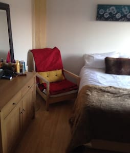 Bedrooms for rent in 3 bedroom hous - Livingston - House - 2