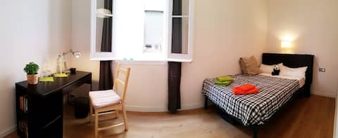 Quiet & bright room in lively area