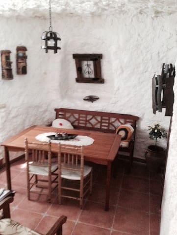 A   1  hora de madrid casa cueva - El Romeral