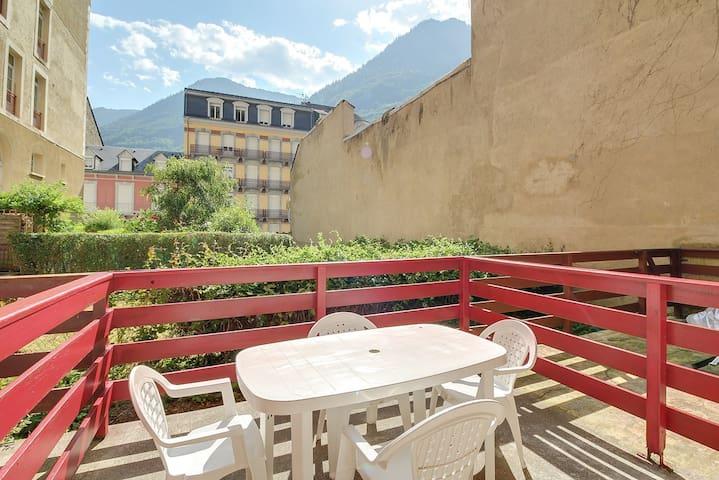Studio tout confort au centre avec WIFI, terrasse